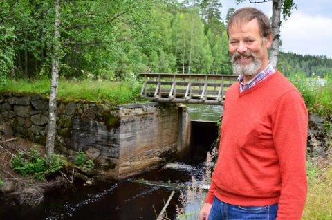 – VELKOMMEN: Svein Heggedal i Setskog historielag ønsker velkommen til en ny mars i historiske omgivelser.