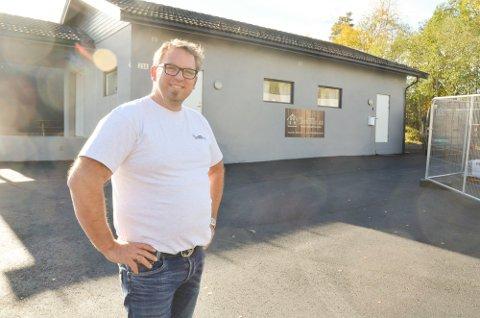 SØKER NYE MEDARBEIDERE: Ole-Jacob Thygesen i byggmesterfirmaet Thygesen AS søker etter to tømrere og en tømmerbas.