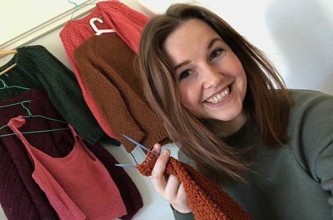 FRA STARTEN: Tonje Sperre startet sin nye strikkehobby som et eksperiment- nå gir hun ut egen bok.