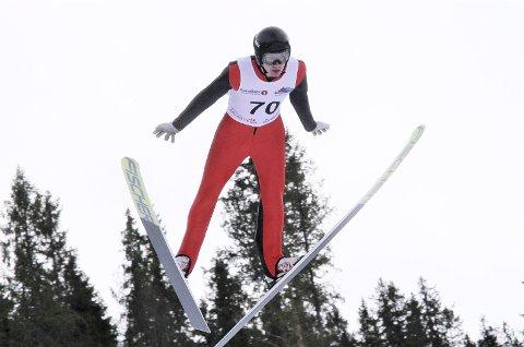 FIN UTVIKLING: Ola H. Johannessen har hatt fin utvikling i hoppbakken i vinter. Holmestrand-gutten har hoppet så bra at han er aktuell for Nordisk Juniorlandskamp. Foto: Svein Halvor Moe