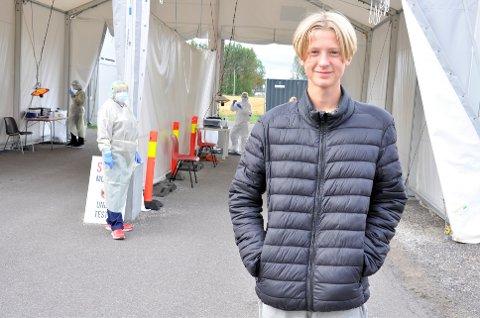 TESTET SEG: 13-årige Alexander Brett tok onsdag ettermiddag turen til teststasjonen ved Gjøklep ungdomsskole.