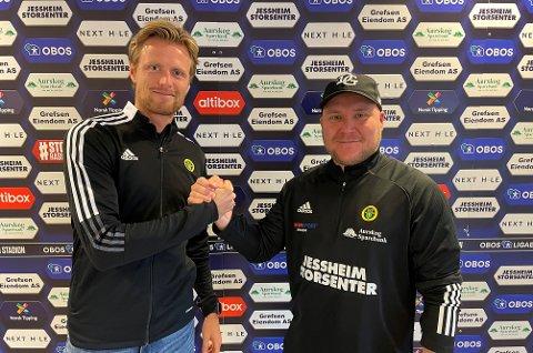 VELKOMST: Daglig leder Andreas Aalbu (t.v.) ønsker Steffen Landro velkommen som ny hovedtrener i Ull/Kisa.