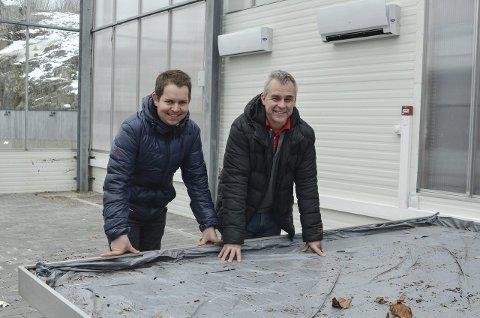 Klare: Svein Vadøy, logistikksjef i Plantasjen Norge, og Knut Berg, butikkleder for Plantasjen Telemarksporten, åpner hagesenter i de tidligere lokalene til Kragerø Hagemiljø.