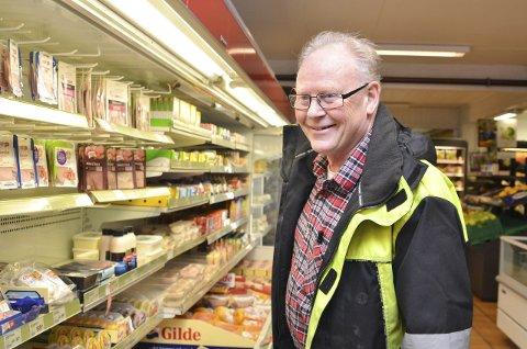 Arnfinn Ørsvik er storfornøyd med nærbutikken, og Portør-mannen er innom og handler flere ganger i uka.