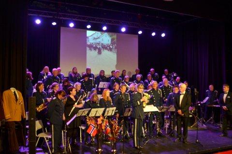 IMPONERTE: Kragerø musikkorps, under ledelse av drigent Thorleif Andersen, leverte en flott jubileumskonsert i kinosalen.