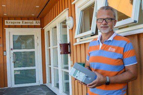 INNFØRER GEBYR: Geir Elsebutangen i Kragerø Energi ønsker at alle husstander tar i bruk smartmålerne. Hvis ikke, må man punge ut med flere tusenlapper ekstra i gebyr. Arkivfoto: Sondre Lindhagen Nilssen