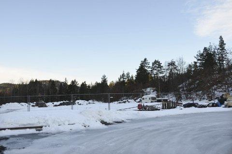 Tomten: Det er her, ved oppkjøringen til Solåsen, at det kan være aktuelt for kommunen å etablere et lager for vann, avløp og renovasjon.