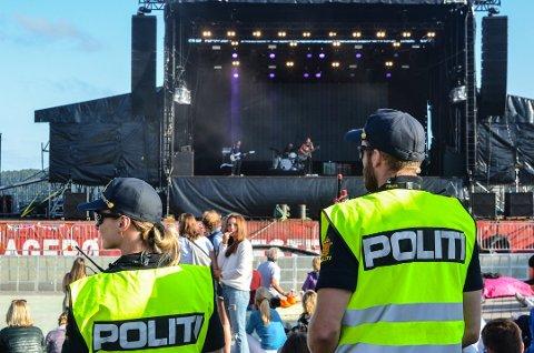 POLITIET MÅTTE BISTÅ: Etter at mannen forsøkte å skalle til en vekter, kom politiet til stedet. Arkivfoto: Sondre Lindhagen Nilssen