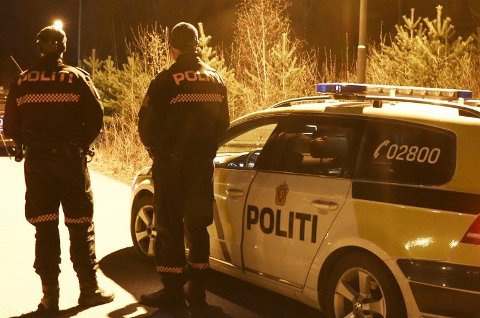 Politiet rykket ut med flere patruljer da episoden med bajonetten og pistolen skjedde. (Foto: Theo Aasland Valen)