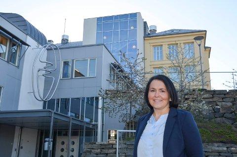 Rektor Marianne Stærk Gürrich. Kragerø skole roser kommunen for at alle elevene i kommunen nå har fått hver sin laptop.