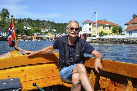 RUNDTUR: Ole Hamre trives på sjøen med koggen sin. Her på en tur rundt Øya.
