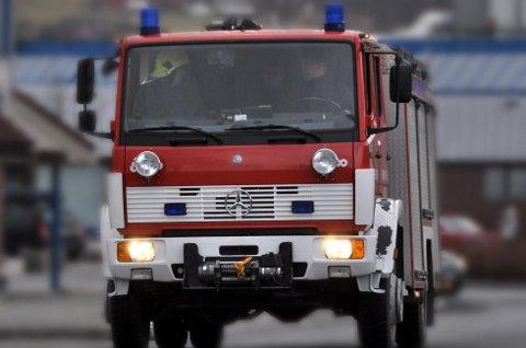 Naudetatane er på staden etter at det skal ha begynt å brenna i ein ATV utanfor Halsnøytunnelen i kveld.