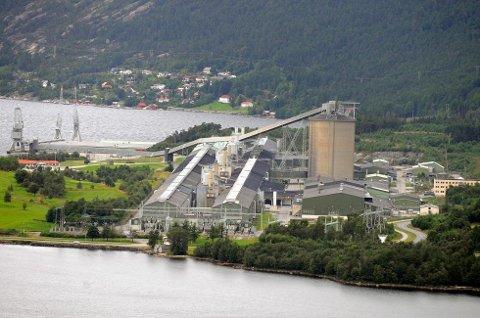 Stabil og god drift ved Hydro Husnes, melder verksemda tysdag. (Arkivfoto).