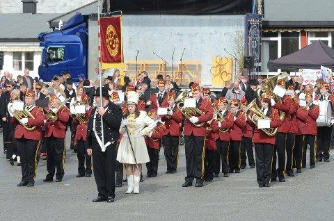 Korpset krymper: Bildet er tatt under nasjonaldagen i 2017. Nå teller korpset kun 10-12 faste medlemmer i seniorkorpset.