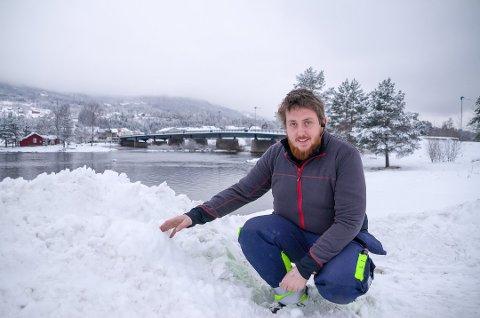 LØPSLEDER: Alexsander Berg er løpsleder for Sigdalsrally, som ble arrangert i helgen. Mange mener dette løpet er skyld i de dårlige veiforholdene på Lyngdalsveien, Berg er ikke helt enig.
