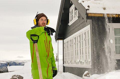 – Det er veldig variabelt. Men enkelte steder ligger det rundt halvannen meter med snø, forteller Ole Gunnar Skinnes.