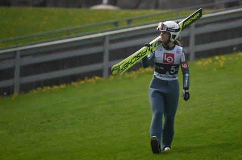 VIL FLY LANGT PÅ SKI: KIF-jenta Ingrid Hordvik Kleven drømmer om å hoppe skiflyging i Vikersund og Planica.