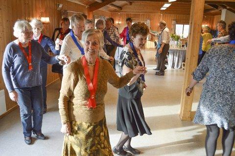 SVINGOM: Seniordansen skaper både glede og liv på Engersand, og er godt for både kropen og humøret. BILDER: PRIVAT