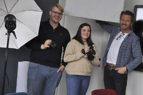 LABBEN: Marius Jarlhof (t.v.), Emilie Stormo og Rune Drangsland på Medialabben. Her kan kreative ungdommer bruke toppmoderne utstyr til sine prosjekter og ideer. FOTO: Guro Haverstad Torgersen