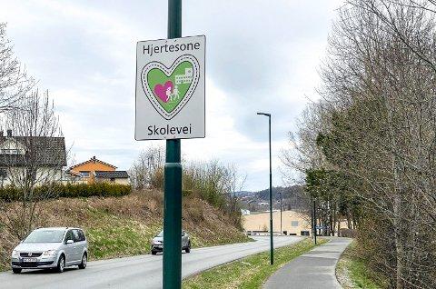 Hjertesone: Når du kjører inn i Lierbyen ved Heggtoppen blir du møtt av et Hjertesone-skilt.