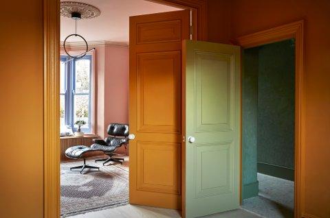 HELDEKKENDE: Fargetrenden omfatter både lister, tak, dører og gulv. Bildet er fra Pure & Originals siste kolleksjon. Foto: Pure & Original
