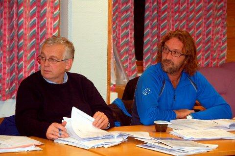 Flyktninger: Hartvig Arve Sverdrup (t.v.) og Bjørn Jensen (SV) er uenig om bosetting av flyktninger. Sverdrup vil omgjøre kommunestyrets vedtak om bosetting. FOTO: MAGNAR JOHANSEN