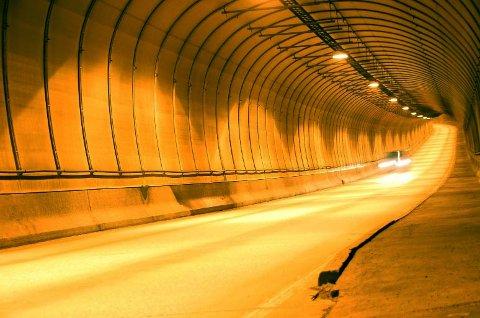Bilføreren filmet sin egen råkjøring inne i  Sørdaltunnelen.