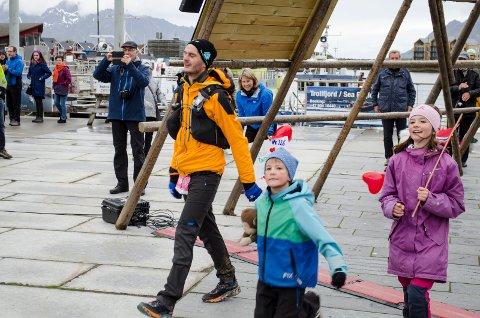 GIKK I MÅL SAMMEN MED BARNA: En tydelig rørt Gøran Rasmussen-Åland fikk fullføre 100 miles sammen med sine nærmeste.