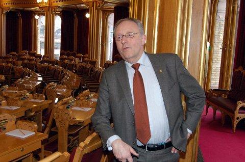 DØRÅPNER: Jan Sahl har 12 år bak seg på Stortinget. Nå skal han hjelpe Lofoten med å få samferdselsministeren fra KrF i tale.