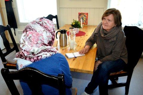 Wenche Erlandsen forteller at de har døgnåpent på krisesenteret i Skoletorget