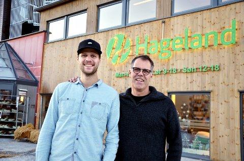 Mads Andreas Andreassen og far Arnt Erik Andreassen  er fornøyd med at familiebedriften nå kan hente tilbake ansatte og utvide åpningstiden på sine Hagelandsentere