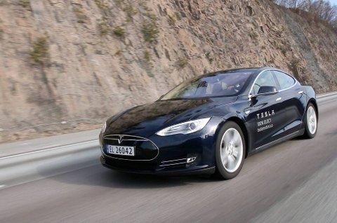 I hardt vær: Elon Musks Tesla-eventyr trenger påfyll av penger etter giganttap.