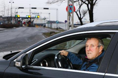 PRISØKNING: Per Erik Olsen fra Årefjorden reiser jevnlig med Bastø Fosen til hytta i Telemark og merker godt prisøkningen som ble gjeldende fra nyttår.