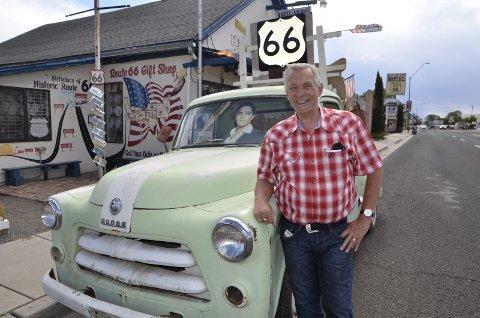1) Frank kristiansen så mange biler langs Route 66. Her i Seligman, Arizona.
