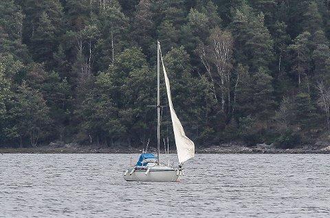 En Moss Avis-leser er bekymret for denne seilbåten som ligger i Mossesundet