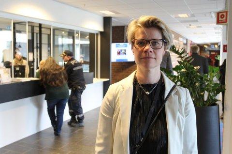 - Det er ingen automatikk med å ta prøver av andre ansatte som har vært ute og reist, sier enhetsleder Therese Evensen i Moss kommune.