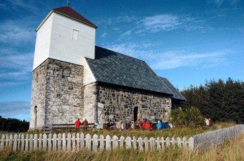 MARTNASPLASS: På Nærøya ble det i flere hundre år arrangert martna. Nå vil Nærøykirkas venner gi folk mulighet til å oppleve martnaslivet slik det var i gamle dager. Her fra et tidligere arrangement på den historiske øya.