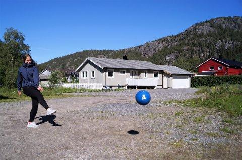 SATSER: Martine Bromseth Lindseth (15) fra Namsos ønsker å nå så langt som mulig innen fotballen. Dermed søker hun seg til videregående skole i Trondheim.