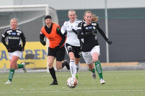 HURTIG: Anna Sagmo Melhus kan vise seg å bli en viktig spiller for KIL/Hemne. Hun har allerede satt seg i respekt i 1. divisjon og har kvaliteter som gjør at hun kan ende opp i eliteserien.