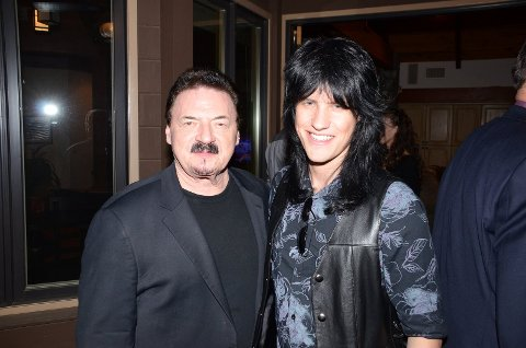 Med stjerner: Sindre møter flere kjente fjes i Los Angeles. Blant annet Bobby Kimball fra Toto