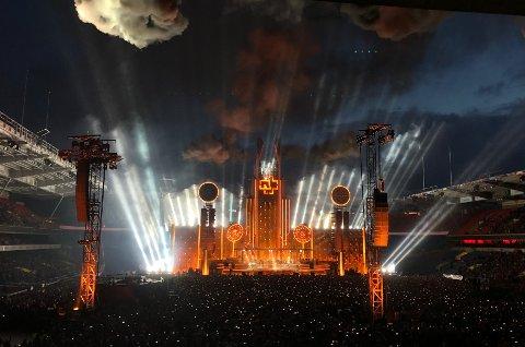 KOMMER: Rammstein skal ha giga-konsert i Trondheim neste sommer. Dette er fra da de hadde konsert på  Ullevaal Stadion i fjor. Foto: Lise Åserud / NTB scanpix