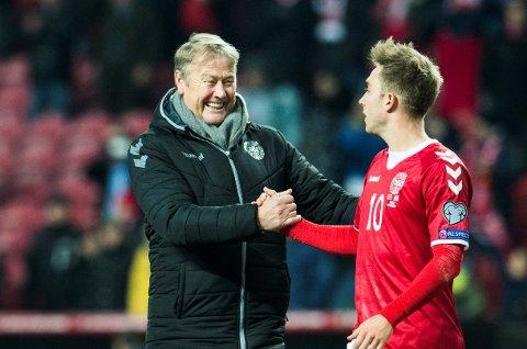FEIRET SAMMEN: Her er Åge Hareide sammen med Christian Eriksen i forbindelse med en kvalifiseringskamp til VM i 2016.
