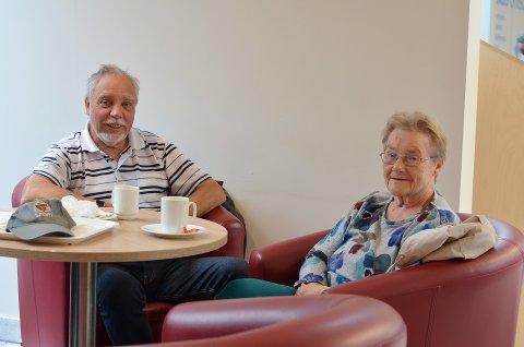 Karl Willy Olsen og venninna Anna har brukt kafeen i over 20 år. Begge er opprinnelige fra Ytter-Namdalen, og møtes ofte på Trondheim Torg for en kaffe i 3. etasje.