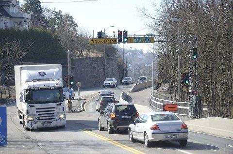 HELGESTENGT: Det blir ikke mulig å kjøre av eller på Mosseveien, som her ved Nordstrandveien, de tre kommende helgene. Arkivfoto