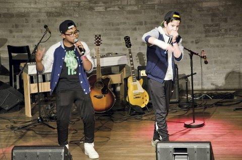 TØFFE KARER: Gutta i The Breakdance på scenen i fellesskapshuset på Abildsø. Du kan se flere bilder fra kulturmønstringen på vår nettside www.noblad.no Alle foto: Åsmund Løvdal