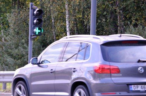 NEDGANG: Det er stor nedgang i bompasseringer med biler som går på fossilt drivstoff, og stor økning i antall elbiler som passerer. Arkivfoto: Nina Schyberg Olsen