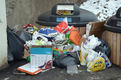 FULLT: Søppelcontainer på Hauketo under søppelkrisen i Oslo..