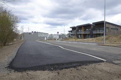 SETERBRÅTEN: Det kommer en ny holdeplass her i Bjørnåsveien, innerst ved snuplassen. Begge foto: Nina Schyberg Olsen
