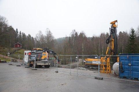 ARBEID PÅGÅR: Vann- og avløpsetaten jobber i Skulleruddumpa. Klikk på pilene for å se flere bilder. Foto: Nina Schyberg Olsen