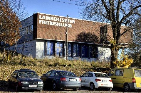 SKUDD: To skudd skal i mars i år ha gått gjennom vinduer på Lambertseter fritidsklubb, i forbindelse med et oppgjør i et kriminelt miljø. Arkivfoto